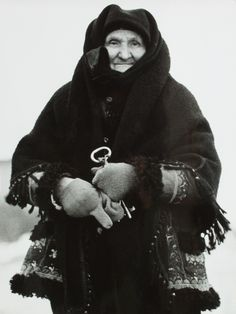 Igor Grossmann - Grandmother in wool. Vintage Pictures, Old Pictures, Old Photos, Folk Costume, Costumes, People Of The World, Eastern Europe, Culture, Portrait