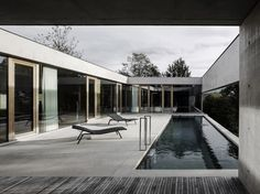 A slender swimming pool runs along one side of this concrete house in western Austria by Marte.Marte Architects, offering bathers views towards the Rhine Valley. Minimalist Architecture, Contemporary Architecture, Residential Architecture, Architecture Design, Moderne Pools, Concrete Interiors, Concrete Houses, Architect House, House Layouts