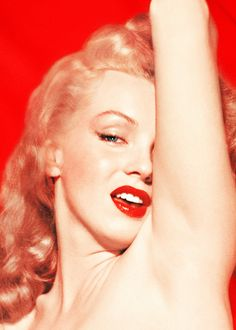 Norma Jeane in the Red Velvet sessions by Tom Kelley, Monroe via beauvelvet and Gatabella Joven Marilyn Monroe, Marilyn Monroe Fotos, Norma Jean Marilyn Monroe, Classic Hollywood, Old Hollywood, Hollywood Night, Cinema Tv, Face Pictures, Actrices Hollywood
