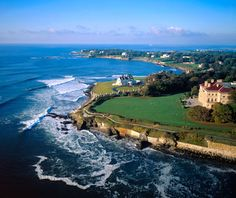 See why you should plan a honeymoon in Rhode Island. With beautiful beaches, historic hotels and so much to see, it's easy to understand why a Rhode Island honeymoon would be perfect! Oh The Places You'll Go, Places To Travel, Places To Visit, Travel Destinations, Travel Stuff, Newport Rhode Island, Newport Usa, Newport County, Newport Oregon