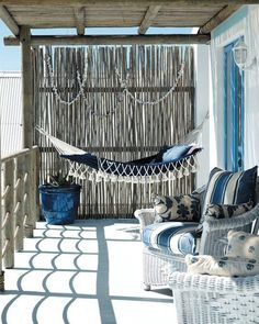 Hanging Chair Garden and Garden Hammock – 60 ideas for how to create the perfect oasis of relaxation - New Deko Sites Summer Porch Decor, Beach House Decor, Beach Porch, Outdoor Beach Decor, Rustic Beach Houses, Beach Swing, Rustic Outdoor, Home Decor, Coastal Living Rooms