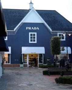 Bicester Village, London need a handbag Zy Great Places, Places To Go, Magazine Holders, Things To Do In London, London Calling, Visual Merchandising, Sunny Days, Magnolia, Sunnies