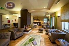 Fan Coils Galletti στο Mir Hotel στις Λιγκιάδες Ιωαννίνων. Conference Room, Table, Furniture, Home Decor, Decoration Home, Room Decor, Tables, Home Furnishings, Home Interior Design