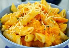 Try these easy recipe for butternut squash penne pasta!You'll long neck butternut squash - 2 ounces. Pumpkin Pasta, Baked Pumpkin, Pumpkin Lasagna, Pumpkin Sauce, Lunches And Dinners, Meals, Roast Butternut Recipe, Penne Carbonara, Penne Pasta