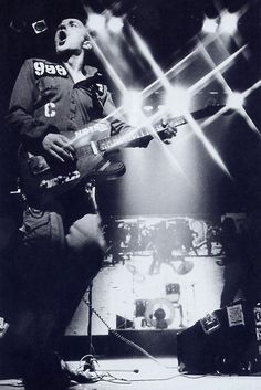 Joe Strummer (The Clash) in concert (photo)