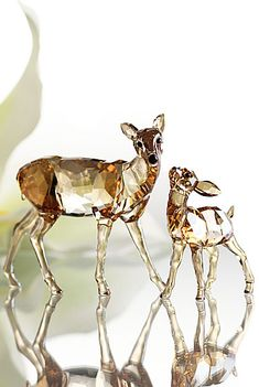Swarovski Doe & Fawn from Crystal Classics. Fun and fancy decor. Swarovski Ornaments, Swarovski Crystal Figurines, Swarovski Crystals, Cut Glass, Glass Art, Glass Figurines, Glass Toys, Glass Animals, Crystal Collection