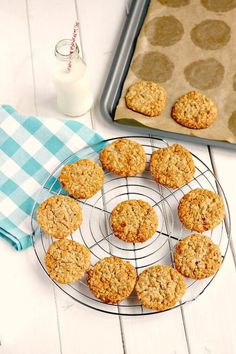 Golden Syrup and Oat Cookies. Golden Syrup is available in the US. Do not make the mistake of substituting with corn syrup,, It is not comparable, Oat Biscuit Recipe, Oat Cookie Recipe, Oat Cookies, Biscuit Cake, Biscuit Cookies, Cookie Recipes, Dessert Recipes, Slice And Bake Cookies Recipe, Cookie Bars