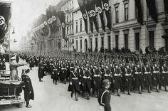 Esta é a 1ª Divisão SS Leibstandarte, regimento de guarda-costas pessoais de Adolf Hitler.  Fotografia: Imgur.