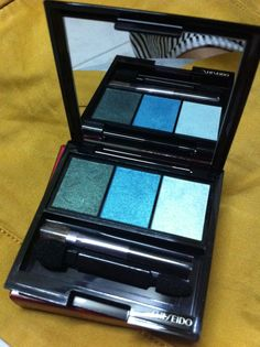 Love this color ! Shiseido Luminizing Satin Eye Color Trio GR 412!