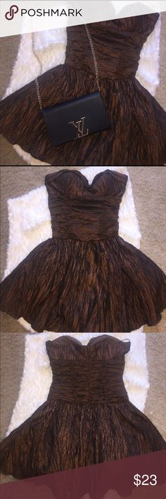 Brown Strapless Sweetheart dress Brown strapless sweetheart dress in perfect condition. It has nice material underneath the dress to make it pop out like a ball gown Dresses