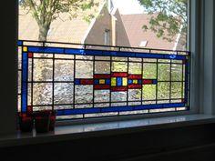 Glas-in-lood voorzet raam/ramen, voor in de woonkamer. Liefst origineel/vintage. Breedte die het moet overspannen: ~210 cm, hoogte ~60 cm.