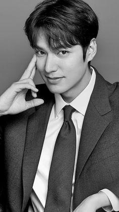 Handsome Korean Actors, Handsome Boys, Lee Min Ho Wallpaper Iphone, Wallpaper Lockscreen, Lee Min Ho Smile, Lee Min Ho Boys Over Flowers, Lee Minh Ho, Lee Min Ho Photos, Belle