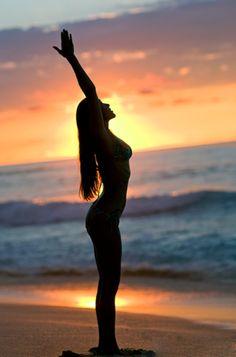 Yoga on the beach at sunset. Kundalini Yoga, Yoga Meditation, Namaste, Sup Yoga, Bikram Yoga, Sunset Silhouette, Photo Portrait, Beach Yoga, Qi Gong