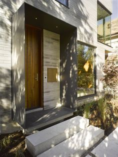 dream house built in building gap narrow entrance wood front door - Home sweet Home - Arquitetura Building A Porch, Building A House, Residential Architecture, Modern Architecture, Moore Park, Wood Front Doors, House With Porch, Paint Colors For Living Room, Types Of Doors