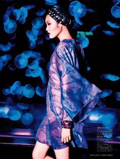 Beauty From Beneath The Sea: Chiharu Okunugi By Ellen Von Unwerth For Vogue Japan April 2014 Ellen Von Unwerth, Blue Fashion, Fashion Art, Editorial Fashion, Fashion Trends, Magazine Japan, Vogue Magazine, Vogue Japan, Tie Dye Patterns