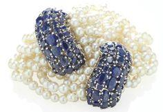 Paire de bracelets perles de culture et saphirs, par Suzanne ...