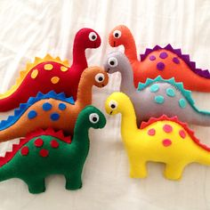 New Ideas For Toys Homemade Christmas Ornament Felt Diy, Felt Crafts, Fabric Crafts, Sewing Stuffed Animals, Stuffed Toys Patterns, Dinosaur Party, Dinosaur Birthday, Montessori Baby Toys, Handmade Soft Toys