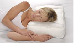 The correct pillow should provide support for your head & neck. Read on & find out the best pillows for neck pain: http://ow.ly/upoWG