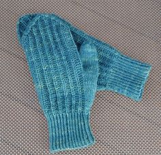 Ravelry: Mormorsvantar pattern by Kerstin Lindh (grandma's mittens) Knitted Mittens Pattern, Knit Mittens, Knitted Gloves, Knitting Patterns Free, Free Knitting, Free Pattern, Gudrun, Fingerless Mitts, Textiles