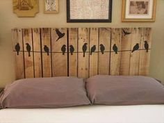 I do like the birds on the headboard, even though I promised myself I wouldn't post anymore pallet furniture