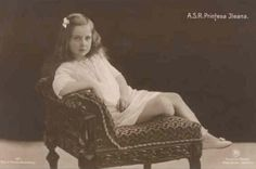 A beautiful portrait of Princess Ileana as a child. Her resemblance to her oldest sister, Princess Elisabeth, is easily seen here. Queen Mary, King Queen, Romanian Royal Family, Queen Victoria Descendants, Royal King, Grand Duke, Portraits, Parka, Amen