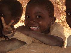 Ai bambini basta poco per sorridere