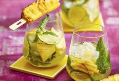 Take the classic drink and add pineapple for extra freshness, zest and a taste of the tropics. Pan-fried, pineapple is even sweeter – a true summer treat! Pineapple Mojito, Summer Treats, Mixed Drinks, Fresh Rolls, Fries, Cocktails, Cooking Ideas, Ethnic Recipes, Sweet