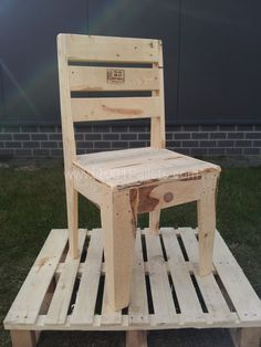 2013 03 13 13.40.20 600x800 Pallet Chair