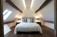 Immagine camera da letto in mansarda - bel impianto di illuminazione