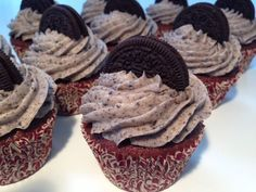 OREO cupcakes – De lækreste cupcakes med OREO Super delicious OREO cupcakes that are easy to make. Oreo Cupcakes, Oreo Cake, Yummy Cupcakes, Cookies And Cream Frosting, Oreo Frosting, Homemade Buttercream Frosting, Best Chocolate Cake, Mint Chocolate Chips, Oreo Flavors