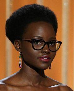 Lupita Nyong'o Golden Globes 2015 Best Glasses Celebrities With Glasses, Black Celebrities, Celebrity Glasses, Celebs, Oprah Glasses, World Most Beautiful Woman, Beautiful People, Lupita Nyongo, Wearing Glasses