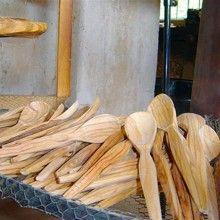 """""""Cuillères du royans"""". En bois d'olivier. Atelier traditionnel à visiter absolument si vous passez dans le Vercors (Tabletterie Desfonds, Saint Jean en Royans). Un bel artisanat, à encourager Saint Jean, Flatware, Traditional, Handicraft, Gift"""