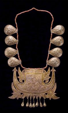 Indonesia | Bridal necklace; gold and coral | Late 19th to early 20th century | Minangkabau people, West Sumatra || {GPA}