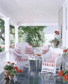 lovely porch with pretty white wicker furniture Cottage Porch, Home Porch, House With Porch, Cottage Style, Cozy Cottage, Outdoor Rooms, Outdoor Living, Outdoor Furniture Sets, Furniture Ideas