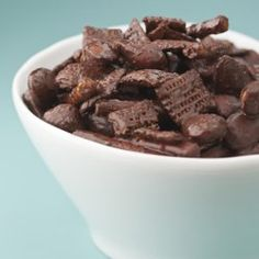 Chocolate Chex Mix - 3 points for cup Low Calorie Chocolate, Chocolate Crunch, Healthy Chocolate, Chocolate Recipes, Chocolate Chips, Craving Chocolate, Chocolate Treats, Homemade Chocolate, Homemade Food