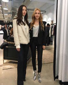 the jung sisters Kpop Fashion, Asian Fashion, New Fashion, Girl Fashion, Krystal Jung Fashion, Jessica Jung Fashion, Kpop Outfits, Korean Outfits, Kpop Mode