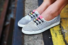 Mix and match your favorite tones with these Multicolor Black and Neon Heads HICKIES. Use on your black shoes to highlight the bold neon laces or pair with whit