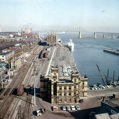 """Port of Montreal, 1964 versus today. The building missing in the foreground, in the """"today"""" photo was the Port Police Station. Built in it was demolished in Quebec Montreal, Montreal Ville, Jacques Cartier, Westminster, Paris Skyline, New York Skyline, Rue Sainte Catherine, Canada Eh, Belle Villa"""