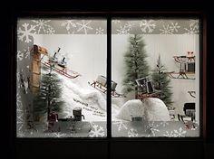 iQliving christmas window display