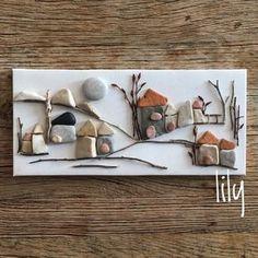 orda bir köy var uzakta #minitaşlarım #pebbleart #minitaşlar#handcraft #handcrafted #çakıltaşısanatı #köy #sahiltaşları #artwork #craft #tasarim #instaart #stoneart #natureart