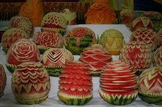 Amazing Watermelon Carving Art Designs/Sculpture - Fruit and Vegetable Carving - Zimbio Watermelon Festival, Watermelon Art, Watermelon Carving, Watermelon Designs, Carved Watermelon, Fruit Sculptures, Food Sculpture, National Watermelon Day, Fruit And Vegetable Carving