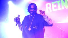 Snoop Dogg Claims He Smoked Up in the White House (Video) - http://starzentertainment.net/music-and-entertainment-news/snoop-dogg-claims-he-smoked-up-in-the-white-house-video.html/