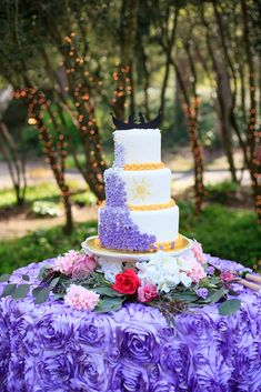 A Tangled Wedding Inspiration at Cator Woolford Gardens in Atlanta, Georgia Quince Themes, Quince Decorations, Tangled Wedding, Tangled Party, Bolo Rapunzel, Rapunzel Cake Ideas, Wedding Desserts, Wedding Cakes, Rapunzel Birthday Party