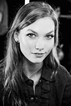 Karlie Kloss -Born: August Chicago, Illinois, United States - Height: m) Karlie Kloss, Models Backstage, Catwalk Models, New York, Photography Women, Beauty Photography, Try On, Female Models, Women Models
