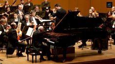 Accompanied by the Orquesta Sinfónica de Galicia, Maurizio Pollini plays Beethoven's Piano Concerto No. 5. Conductor: Daniele Pollini.