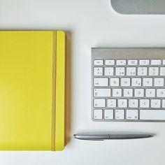 Oficinas con estilo ♥  #despacho #amarillo #mac