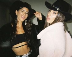Cute Friend Pictures, Best Friend Pictures, Need Friends, Best Friend Goals, Teenage Dream, Halloween Outfits, Halloween 2020, Costume Halloween, Film Photography