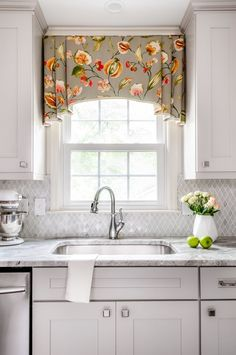 Feature Friday: A Kitchen Renovation in Marietta - Southern Hospitality - You are in the right place about kitchen window Here we offer you the most beautiful pictures abou - Valance Window Treatments, Window Treatments Living Room, Custom Window Treatments, Window Coverings, Cornices, Treatment Rooms, Design Room, Design Design, Salon Design