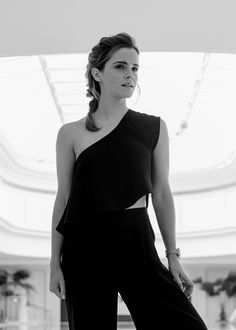 Image in Emma Watson collection by Elena on We Heart It Emma Watson Fan, Emma Watson Images, Emma Watson Sexiest, Emma Watson Beautiful, Capsule Outfits, English Actresses, Natalie Portman, Polished Look, Celebs