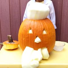 Pumpkin Elephant Toothpaste Science Experiment - Education and lifestyle Halloween Science, Halloween Crafts For Kids, Holidays Halloween, Halloween Fun, Kids Crafts, Science Experiments Kids, Science For Kids, Science Projects, Preschool Projects